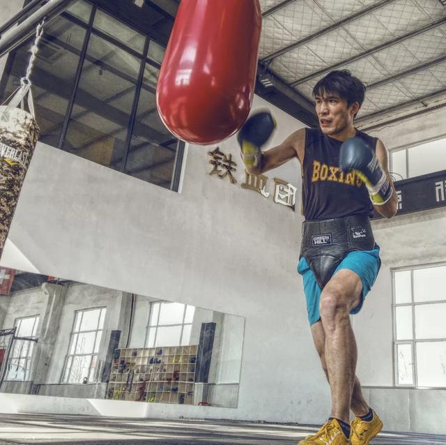 中国职业拳击高手抨击中国搏击市场:金腰带和大学生一样不值钱